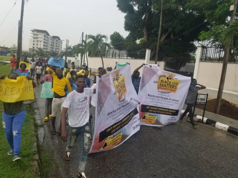 Black Lives Matter protest holds in Victoria Island, Lagos, under the rain; Nigerians react