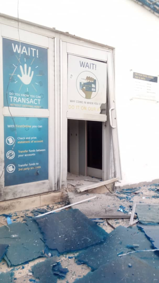 Armed Robbers Rob Bank And Attack Police Station