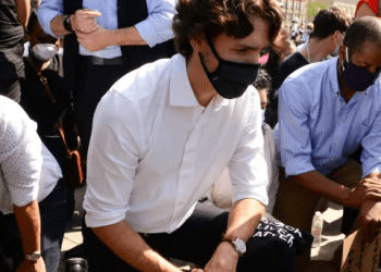 Canadian Prime Minister, Justin Trudeau took a knee and observed 8 minutes and 46 seconds of silence at anti-racism protest on Parliament Hill (video)