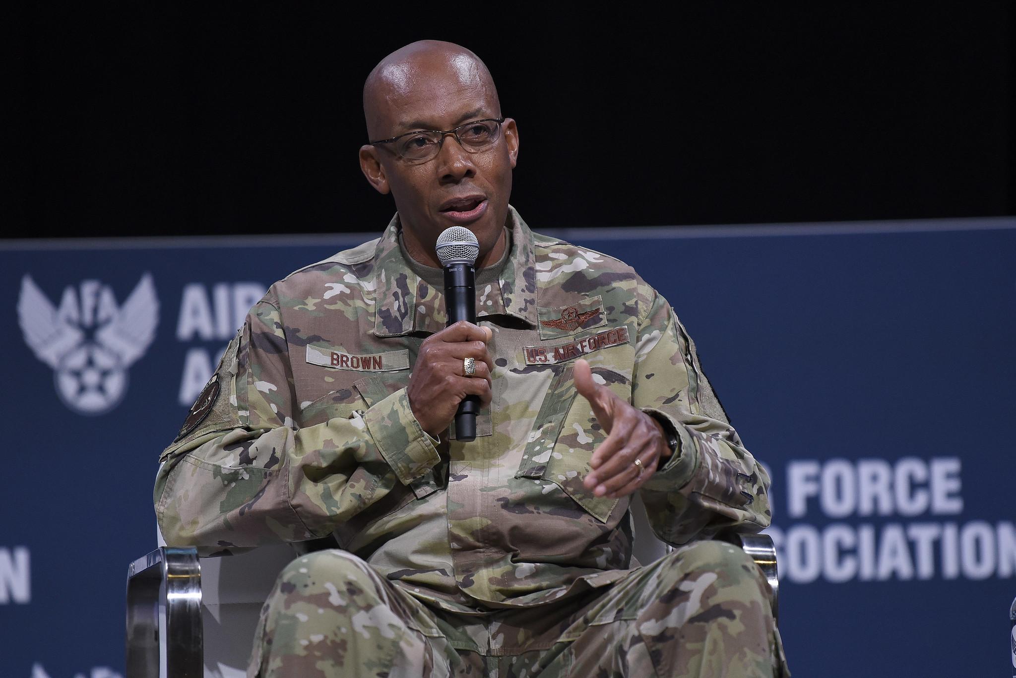 Le général Charles Brown confirmé comme premier chef du service militaire noir dans l'histoire américaine