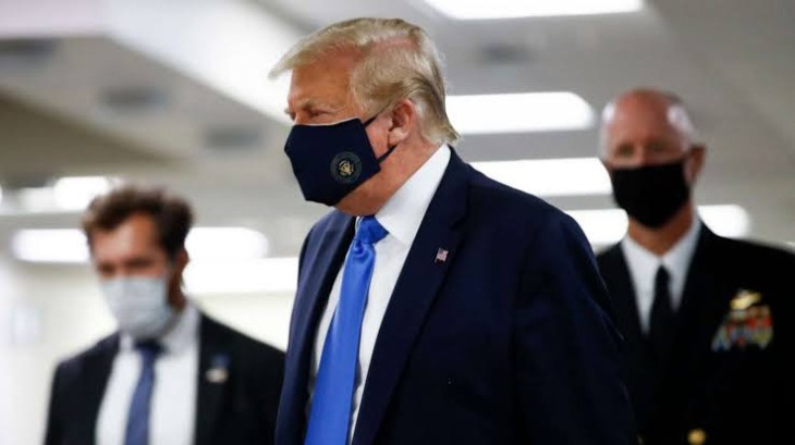 Trump wears mask in public for first time during COVID-19 pandemic (photos)