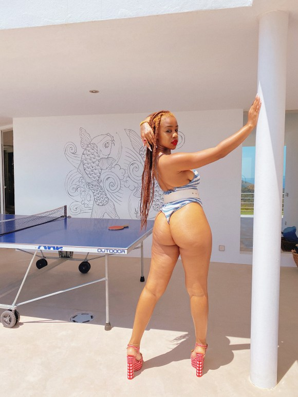 https://bluebloodz.com/index.php/2020/07/29/chidera-eggerue-shows-off-her-pubic-hair-in-swimsuit-photos/(opens in a new tab)