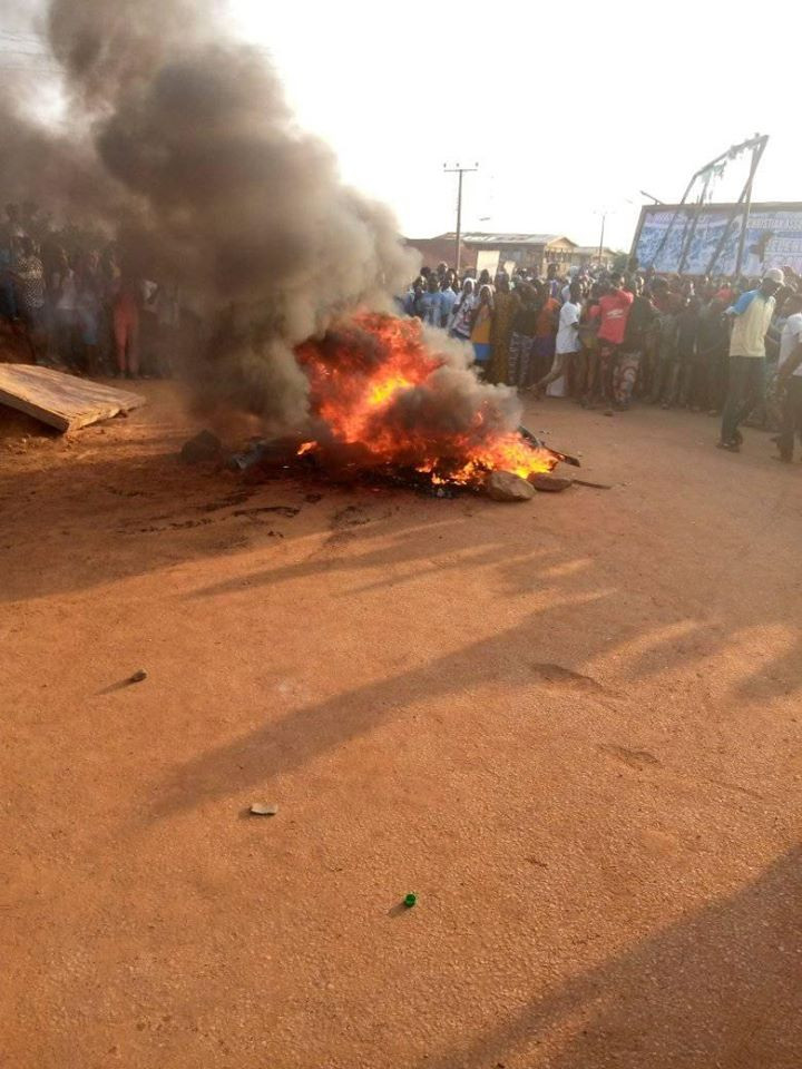 Three armed robbers burnt to death in failed bank robbery attack in Oyo (graphic)