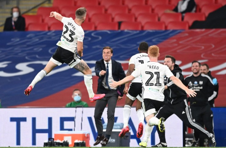 Fulham to get ?135m after defeating Brentford 2-0 to gain promotion to premier league (photos)