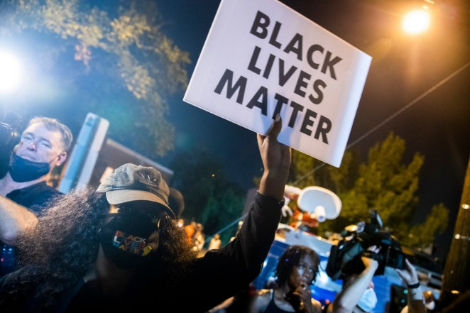 Police shoot 18 year old black man dead in Washington DC after he brandished a gun, sparking angry Black Lives Matter protests (photos/video)