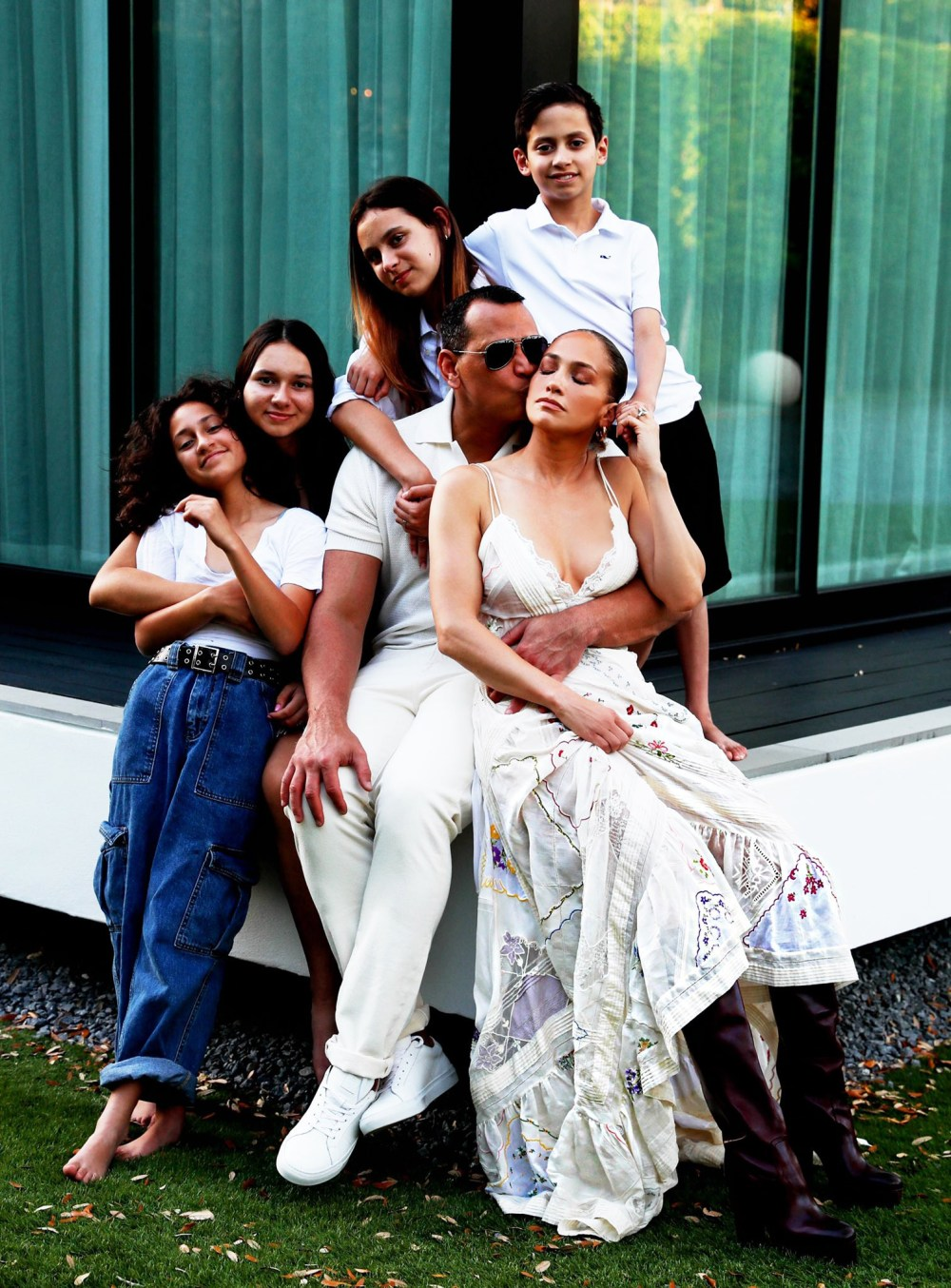 Jennifer Lopez, Alex Rodriguez and their kids share beautiful blended family photo to celebrate Labour Day