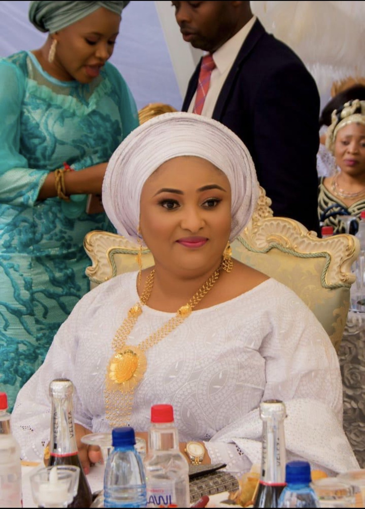 Check out the beautiful First Lady of kogi state looking Glamorously flamboyant in her white outfit for her brothers Wedding