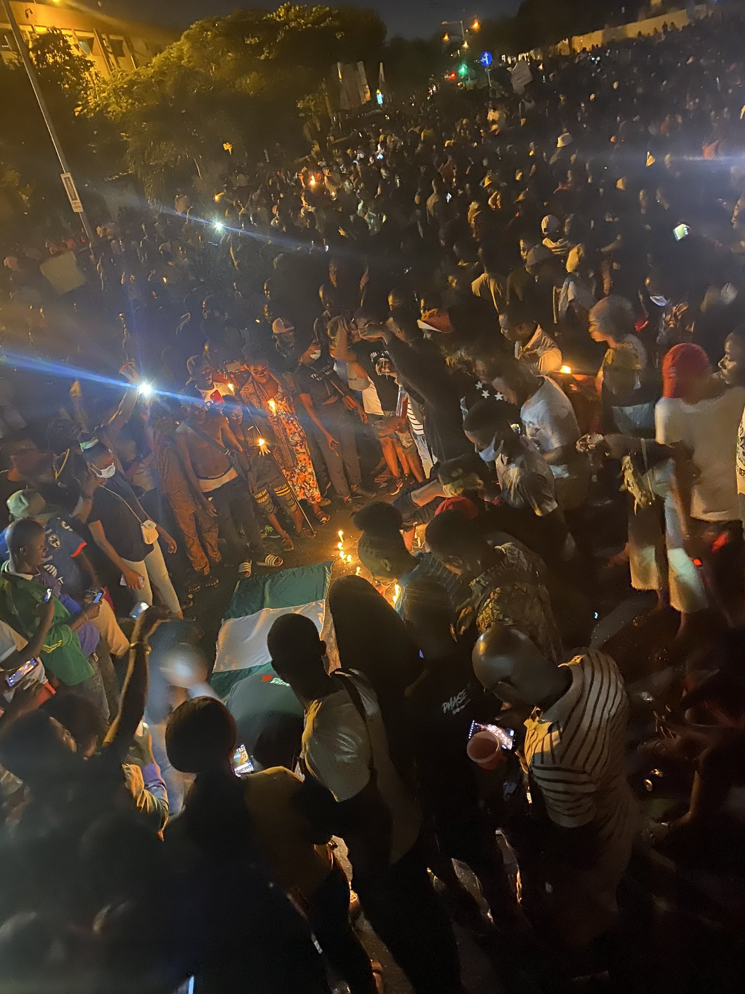 #EndSARS protesters hold candlelight session in honor of victims of police brutality (photos/videos)