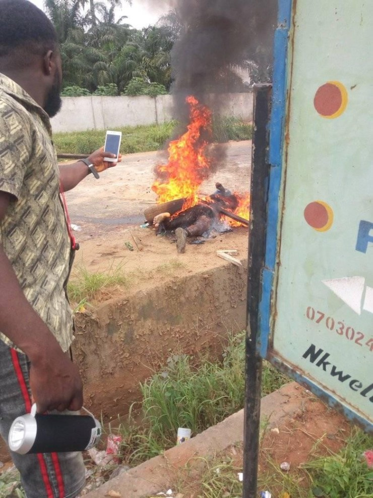 Police officer beheaded and burnt to ashes by hoodlums in Anambra (graphic photos)