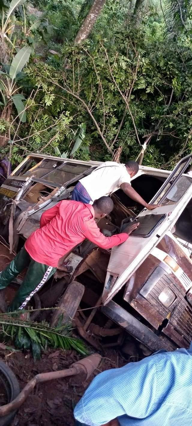 Many pupils feared dead as truck knocks school bus into a ditch in Enugu (graphic photos)
