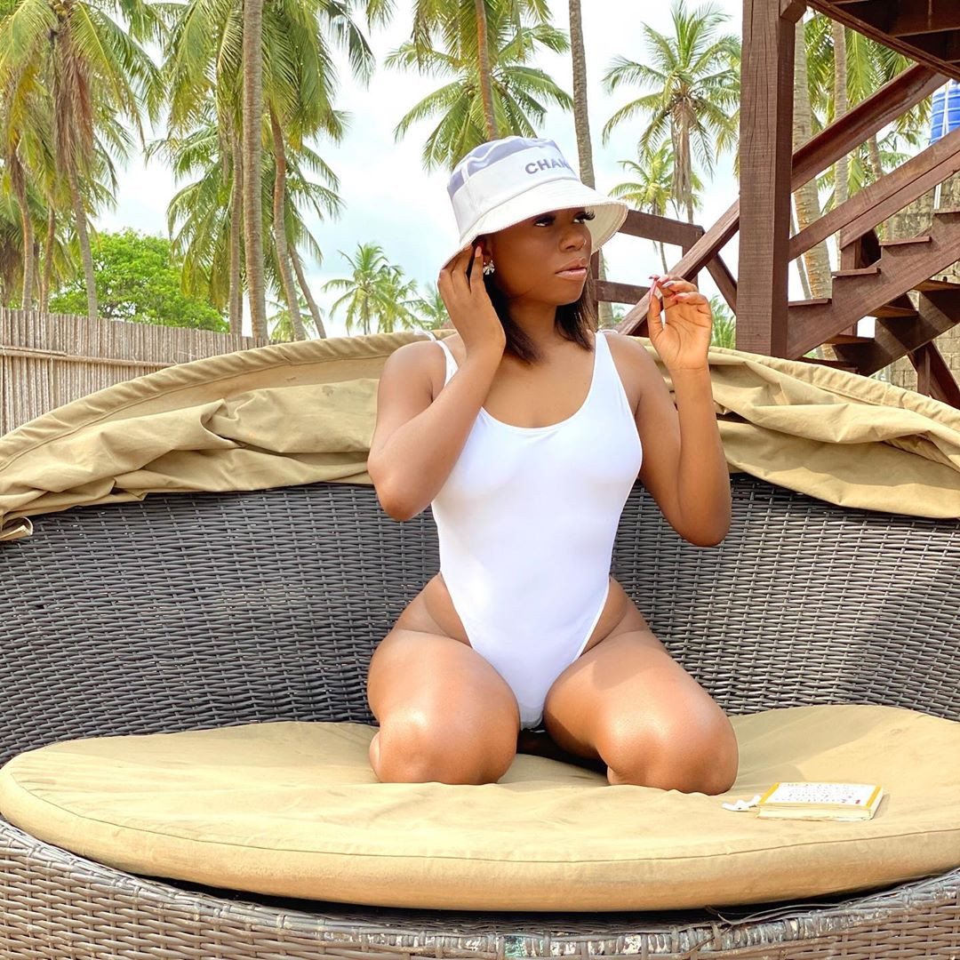 Sophia Momodu shows off her banging body in swimsuit (photos)
