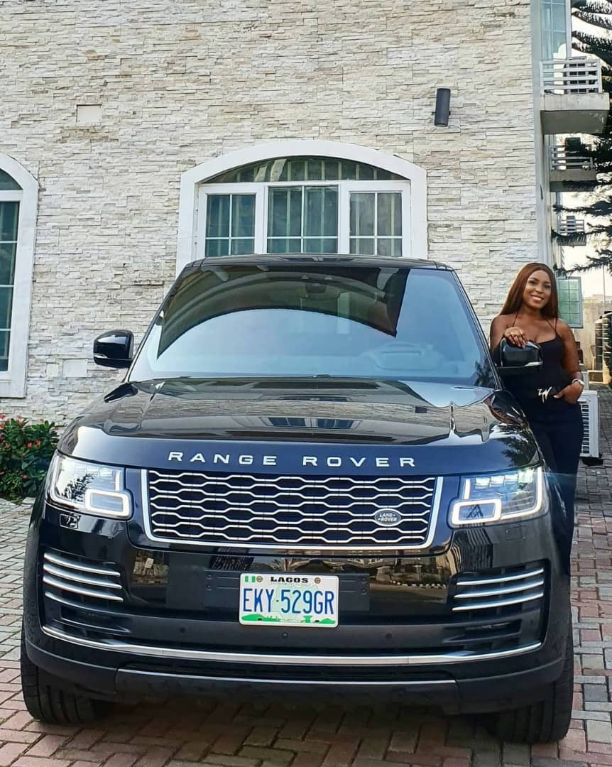 Linda Ikeji takes delivery of her 2020 Range Rover Autobiography (photos/videos)