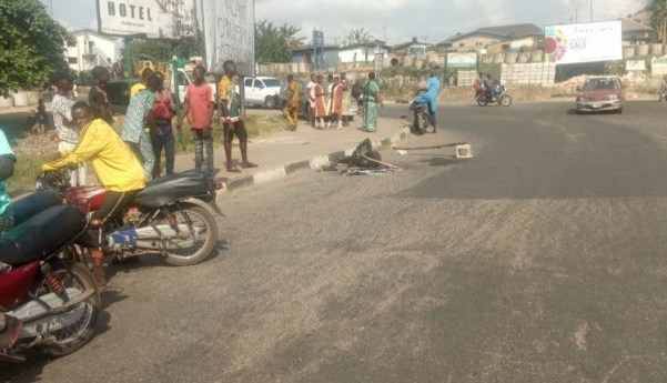 Angry mob sets man ablaze in Ibadan for allegedly snatching motorcycle