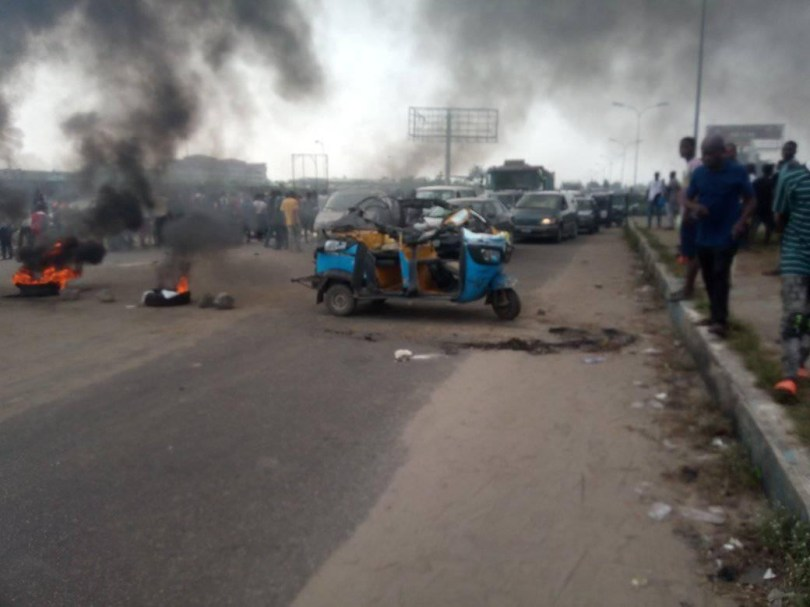 Mother and child allegedly killed in an accident by police vehicle chasing suspected internet fraudsters in Warri (photos)