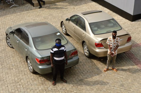 Two brothers arrested with six other suspected internet fraudsters in Osogbo (Photos)