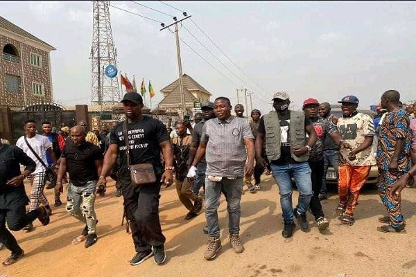 Activist Sunday Igboho arrives Ogun state, declares war on killer herdsmen (photos)
