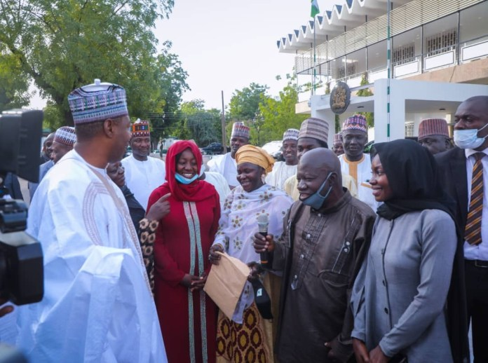 Borno state governor approves N13m and a car for a medical doctor from the South West who stayed in Monguno despite Boko Haram threats (photos)