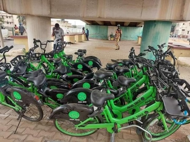 Governor Seyi Makinde procures bicycles for civil servants to move within the state secretariat (photos)