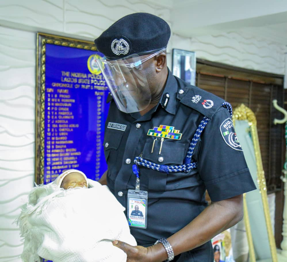 Police officers rescue day old baby in Lagos (photos)