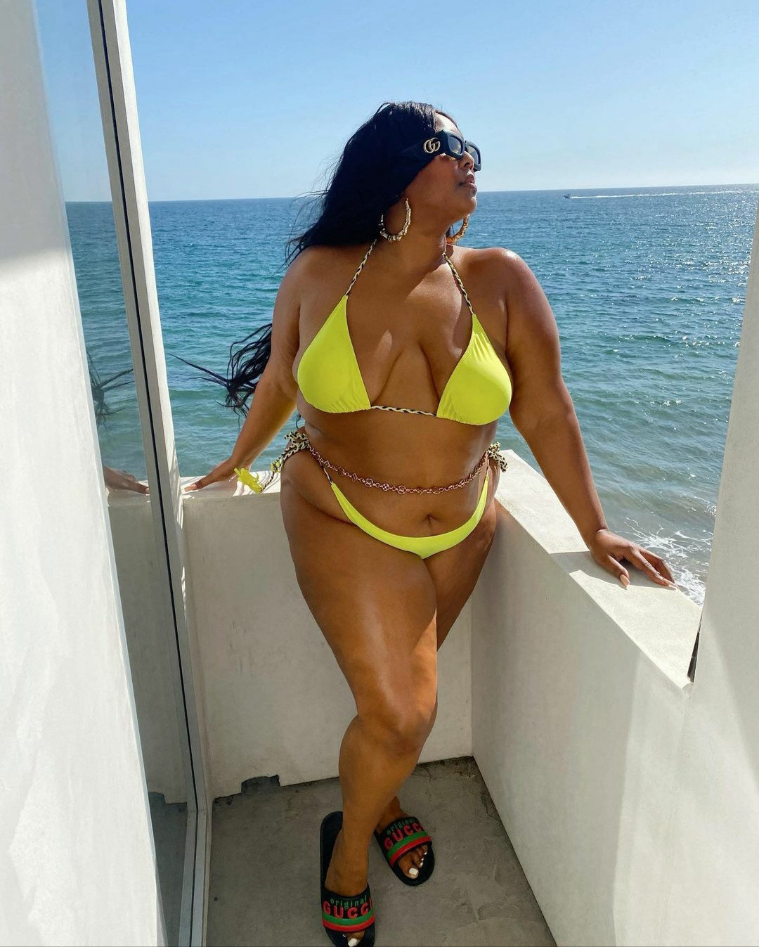 Lizzo shows off her curves in skimpy bikini (photos)