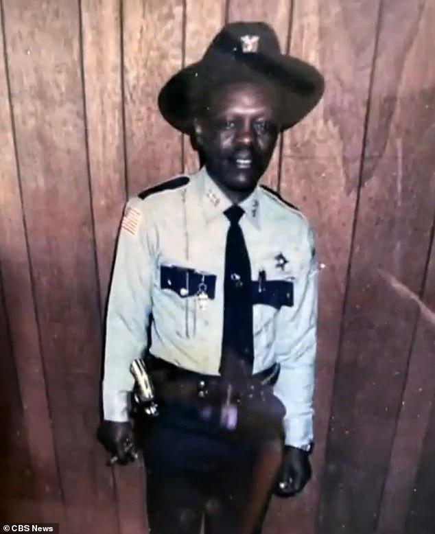 États-Unis: âgé de 91 ans, un policier refuse de prendre sa retraite et donne ses raisons (photos)