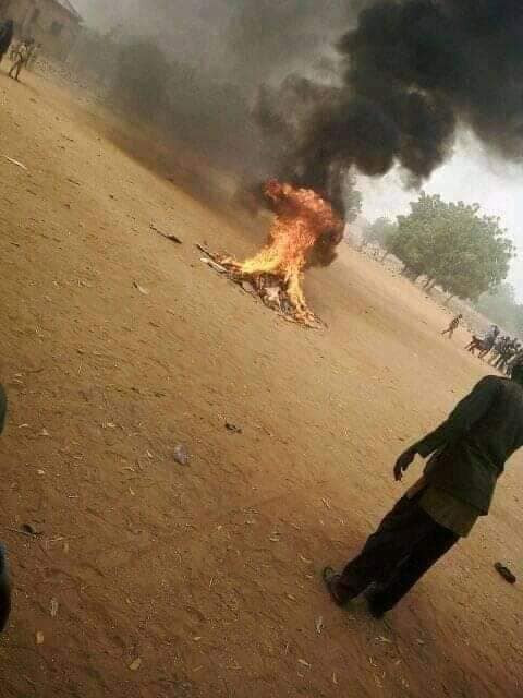 Angry mob beats water vendor to death in Bauchi, burns his corpse for allegedly insulting Prophet Muhammad (photos)