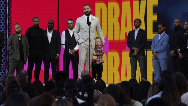 Drake brings his son Adonis onstage to accept Billboard Music Awards Artist of the Decade (video)