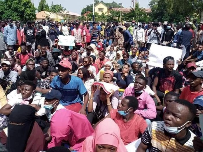 Kaduna state university students storm state govt house to protest hike in tuition fee