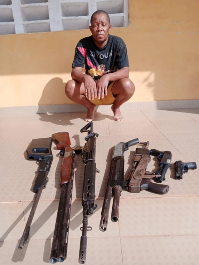 Police arrest suspeted gunrunner and a Nollywood producer over alleged illegal possession of arms in Delta