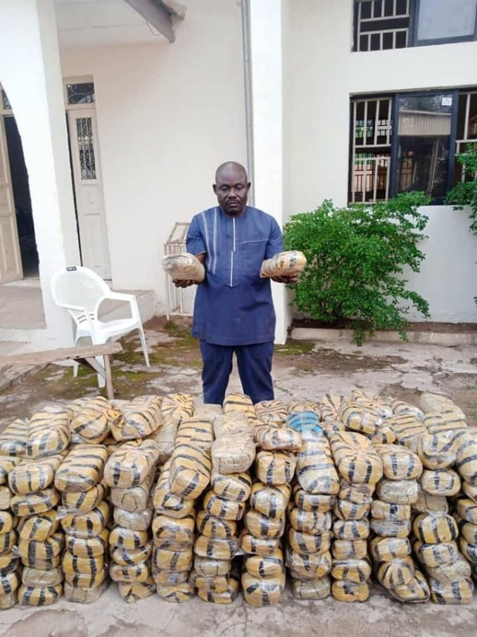 NDLEA arrests Pakistan-returnee with heroin hidden in his an*s and law enforcement officer who sells illicit drugs to students, cultists