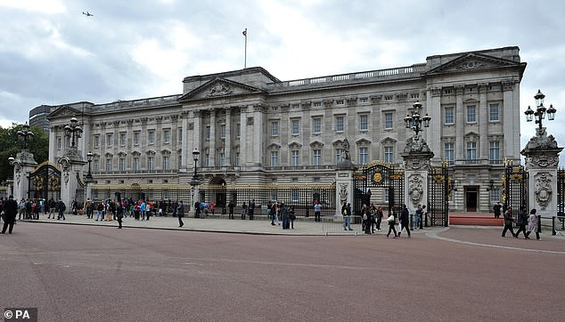 Queen Elizabeth loses ?10m of income after closing Buckingham palace to visitors due to covid-19