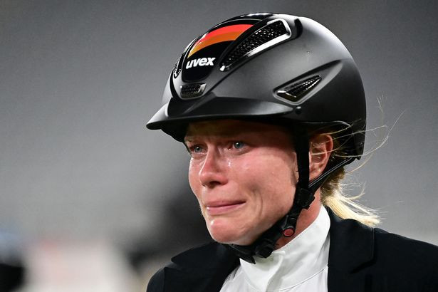 Pentathlon coach kicked out of Tokyo Olympics for repeatedly punching horse after it refused to obey commands making her miss out on Gold (video)