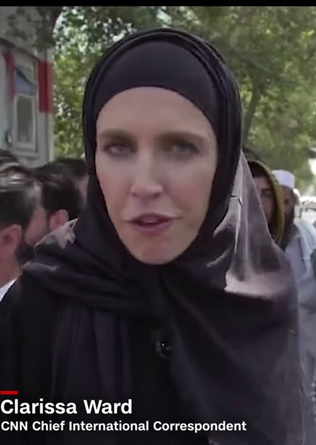 CNN reporter forced to wear hijab after the fall of Kabul to the Taliban (photos)