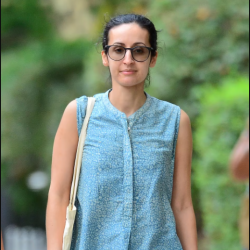 Daughter of former Afghan president spotted enjoyinga stroll in NYC(photos)