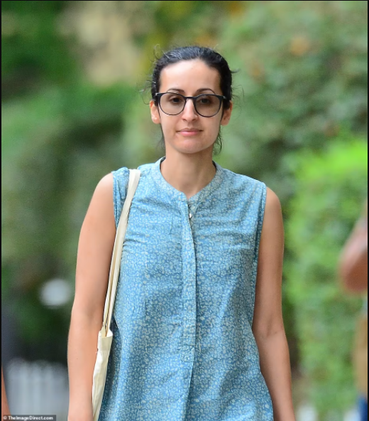 Daughter of former Afghan president spotted enjoying?a stroll in NYC?(photos)