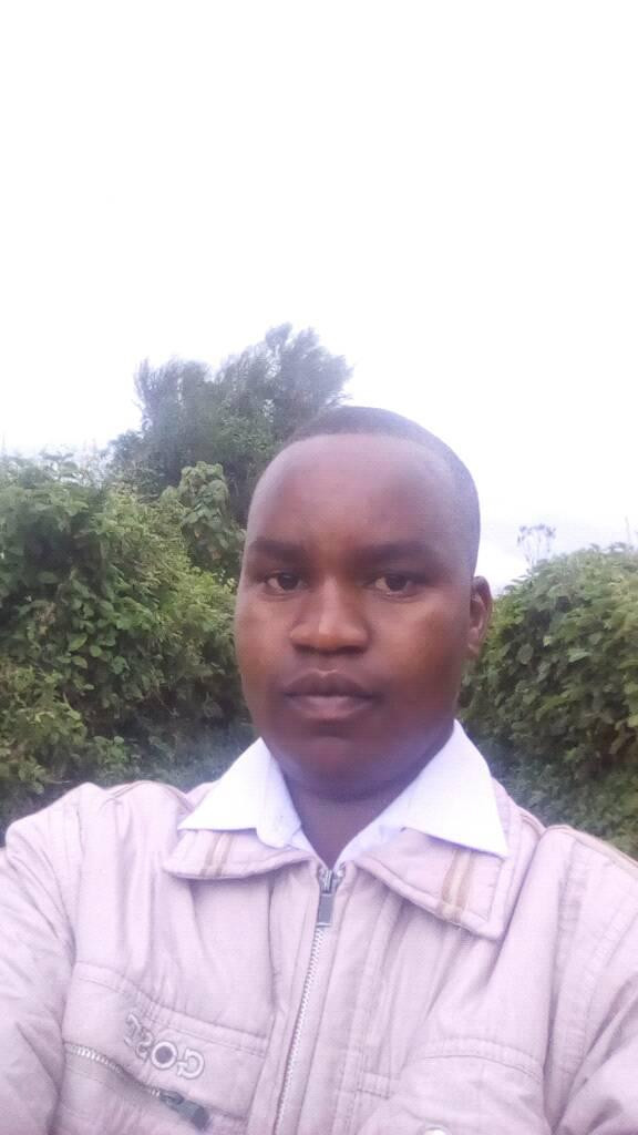 Married Kenyan police officer assaults his mistress, follows her to hospital and shoots her dead before committing suicide