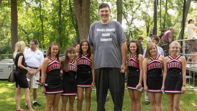 Tallest man in the US dies aged 38