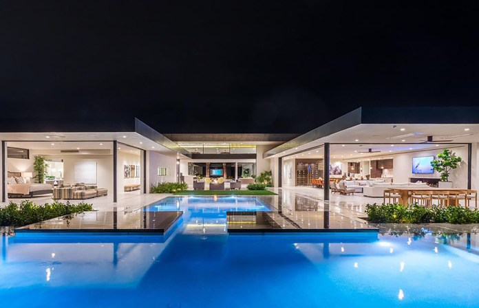 Lori Loughlin buys $13M Palm Desert vacation home after being released from prison