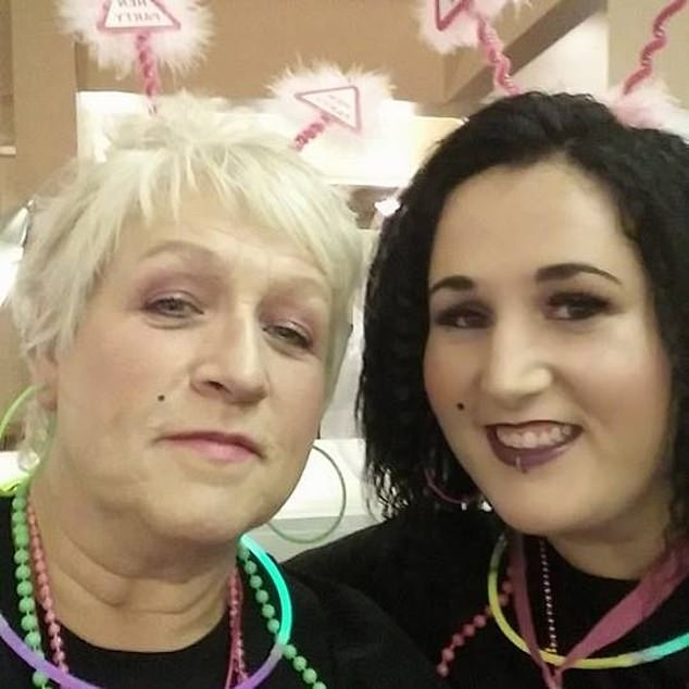 Mother and daughter who refused to take COVID-19 vaccines die in same hospital ward, weeks apart