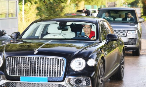 UK Fuel crisis: Cristiano Ronaldo?s driver leaves petrol station after seven hours with no fuel for his ?220k Bentley (photos)
