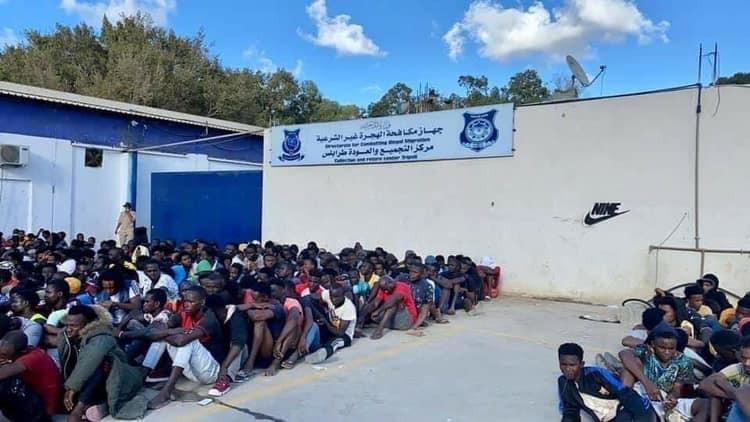 Un mort, 15 blessés, 4 000 arrêtés alors que la police réprime les migrants à Tripoli (photos/vidéo)