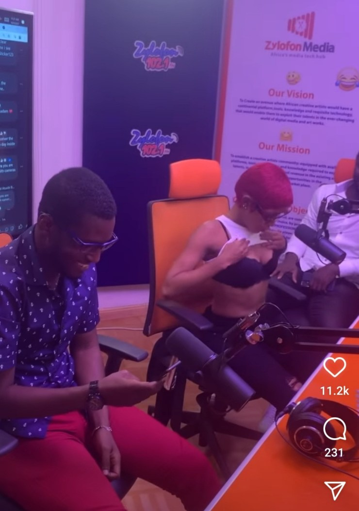 Actress, Akuapem Poloo lifts her top during interview to show her cleavage and tummy as she says her body remains unchanged after childbirth (video)