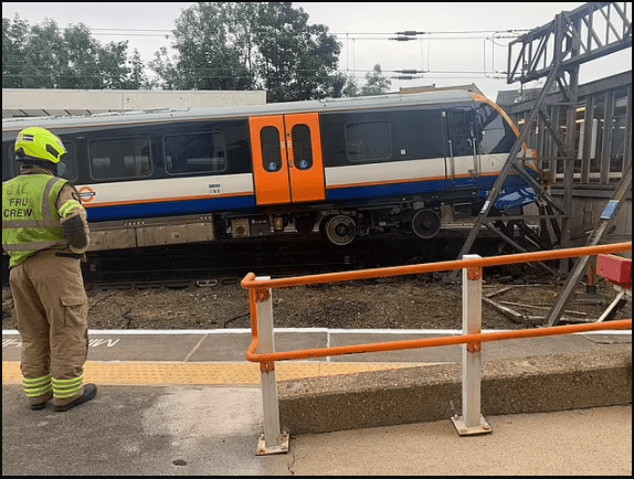 ?50 passengers evacuated as London Overground train derails and crashes through barriers (Photos)