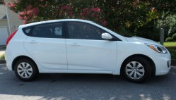 01 Seth the 2016 Hyundai Accent SE Hatchback