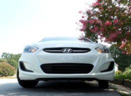 02 Seth the 2016 Hyundai Accent SE Hatchback