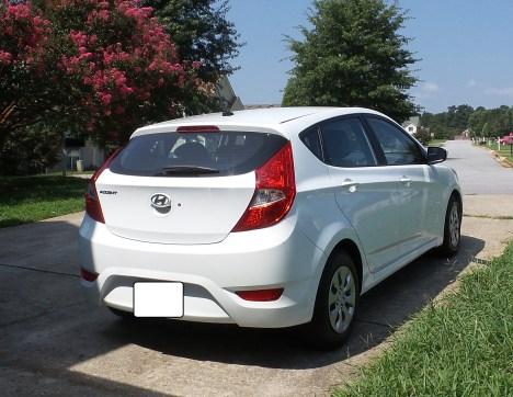 03 Seth the 2016 Hyundai Accent SE Hatchback