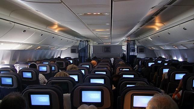 ¿Por qué ahora se permite el uso de móviles en aeronaves sin modo avión?