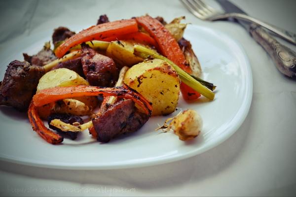 Pulpă de porc cu legume la cuptor