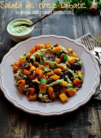 Salata de orez salbatic cu dovleac copt si ceapa caramelizata