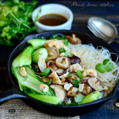 Ciuperci shiitake, Bok choy, Tăiței de celofan și piept de pui la grătar